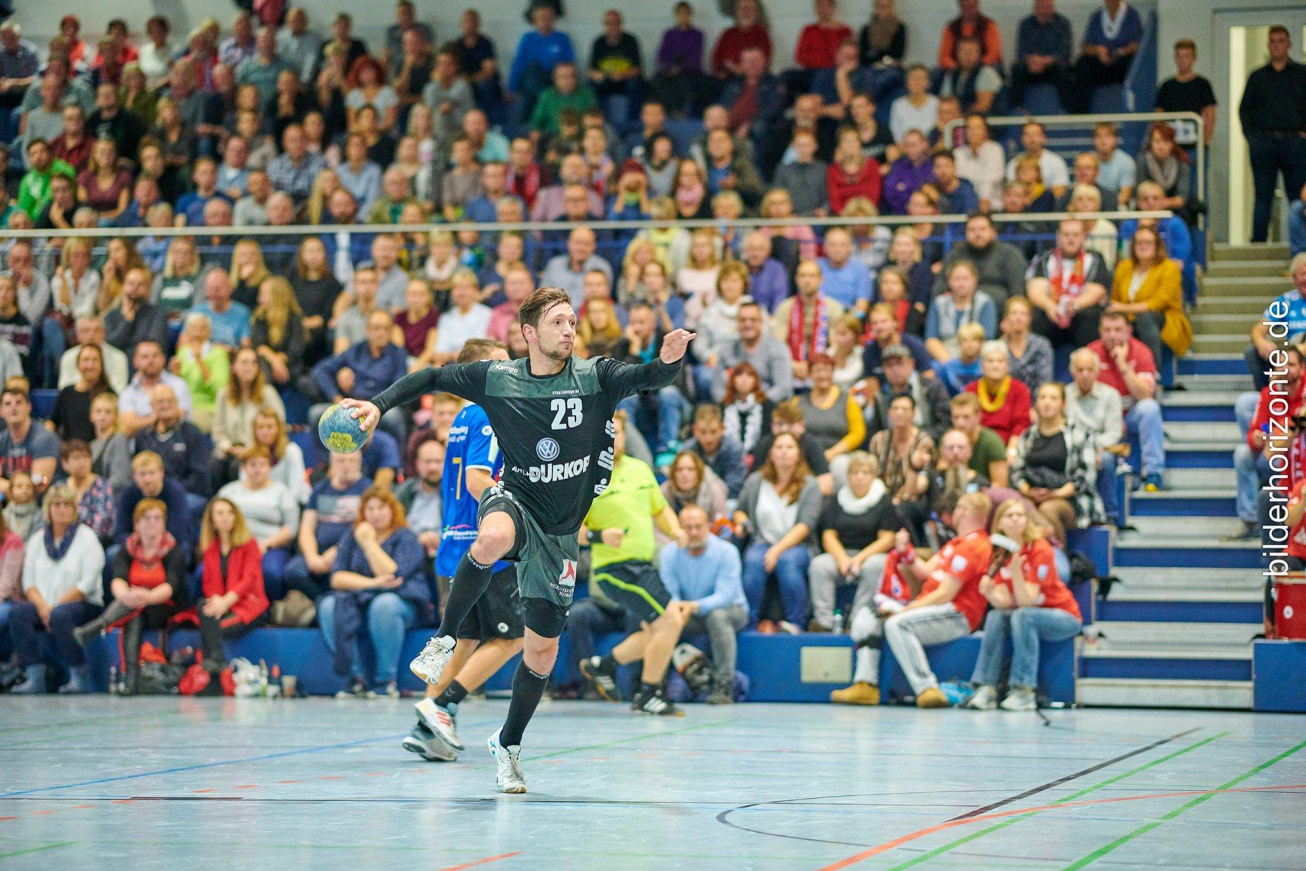 SHV reicht eine Halbzeit zum Kantersieg  Stralsunds Handballer verteidigen mit 39:20 gegen VfV Spandau die Tabellenführung in der Oberliga